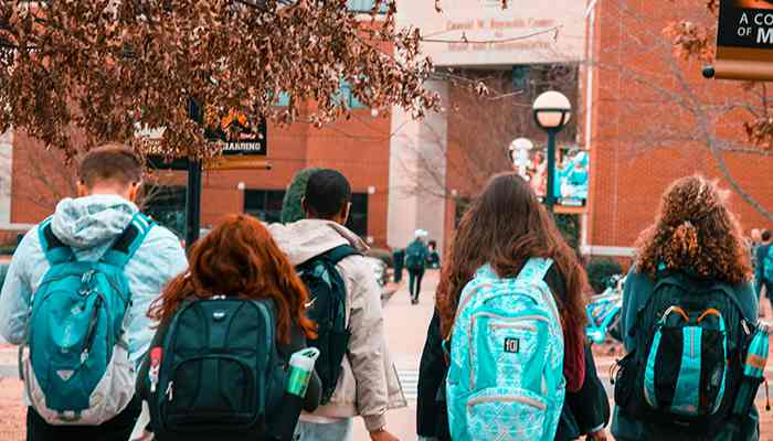 Difference Between On-Campus Education and Online Education